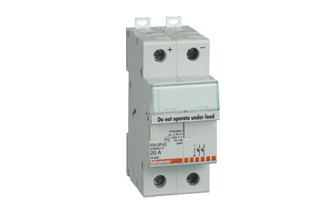 Fuse carriers and fuses