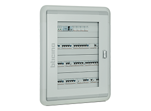 Flush and wall mounted distribution board from 48 to 144 modules, up to 160A.